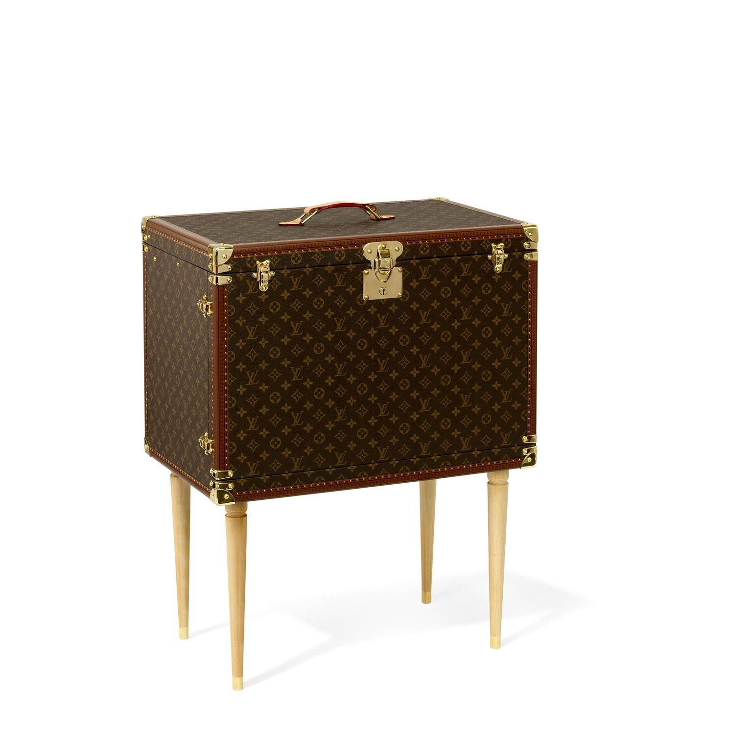 Louis Vuitton Kabuki makeup trunk in brown