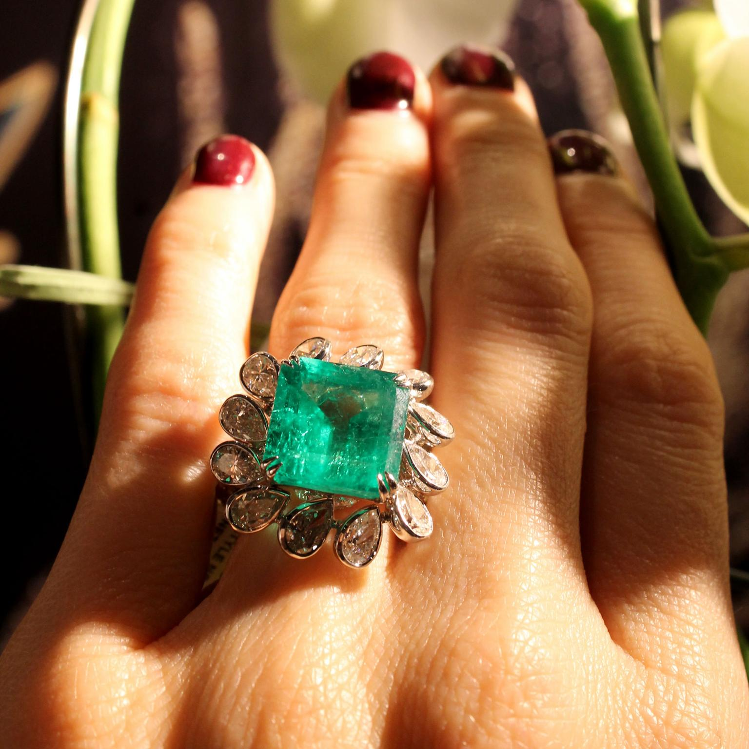 Sutra High Jewellery Colombian emerald ring