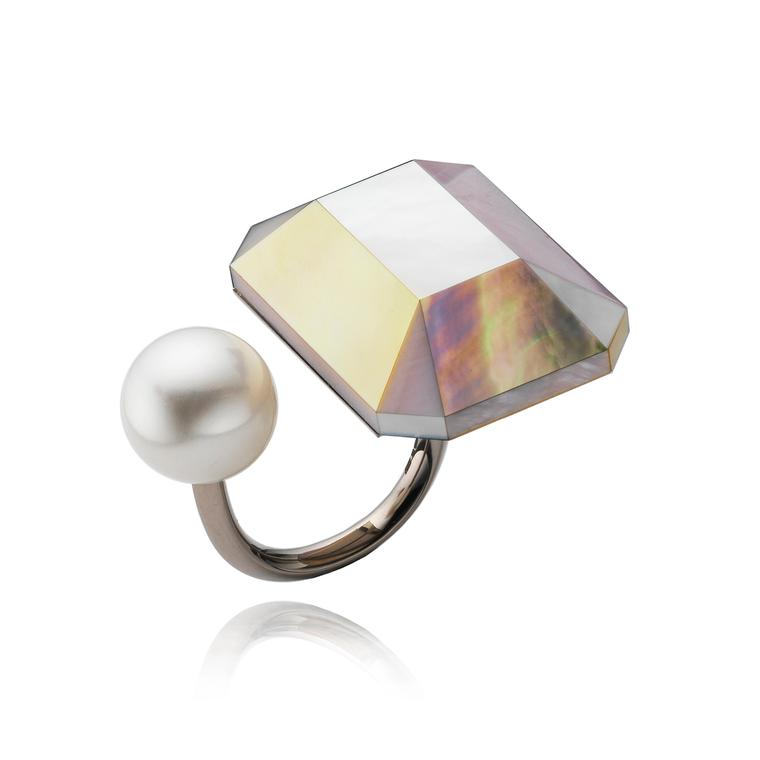 Melanie Georgacopoulos mother of pearl toi et moi ring