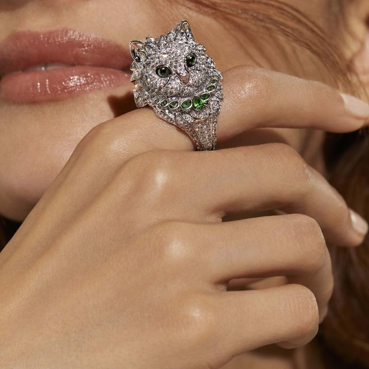 Boucheron Vu de 26 Wladimir II cat ring on model