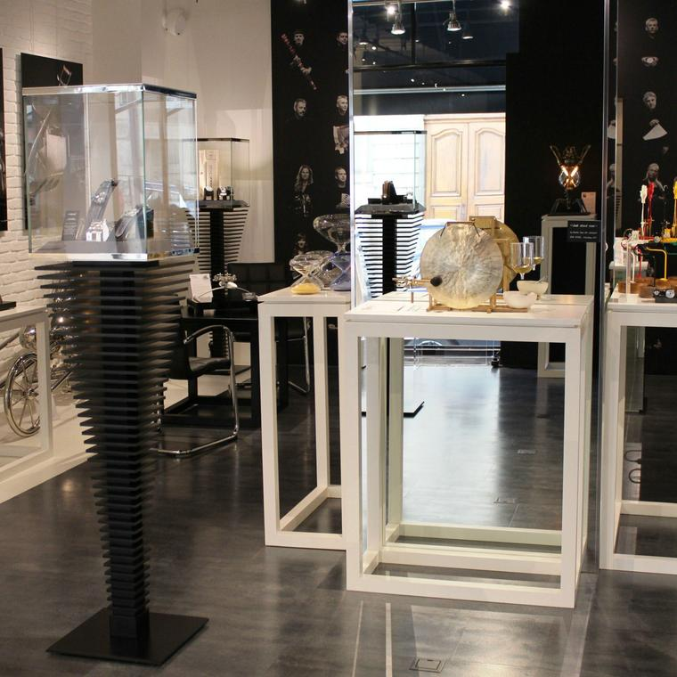 M.A.D.Gallery Geneva display cases