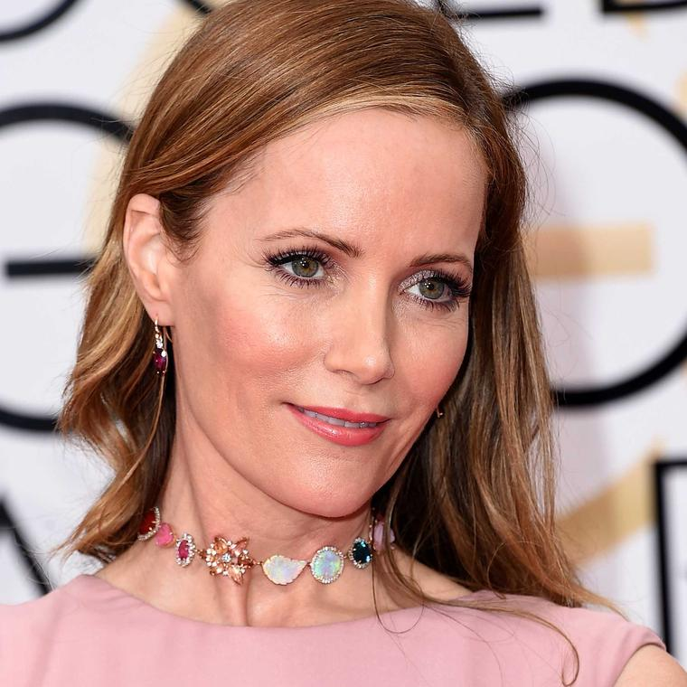Leslie Mann wears an Irene Neuwirth choker of opals and tourmalines to the Golden Globes 2016