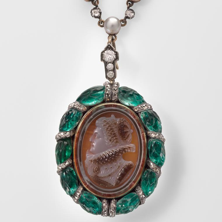 Necklace with a cameo of Elizabeth I, circa 1890