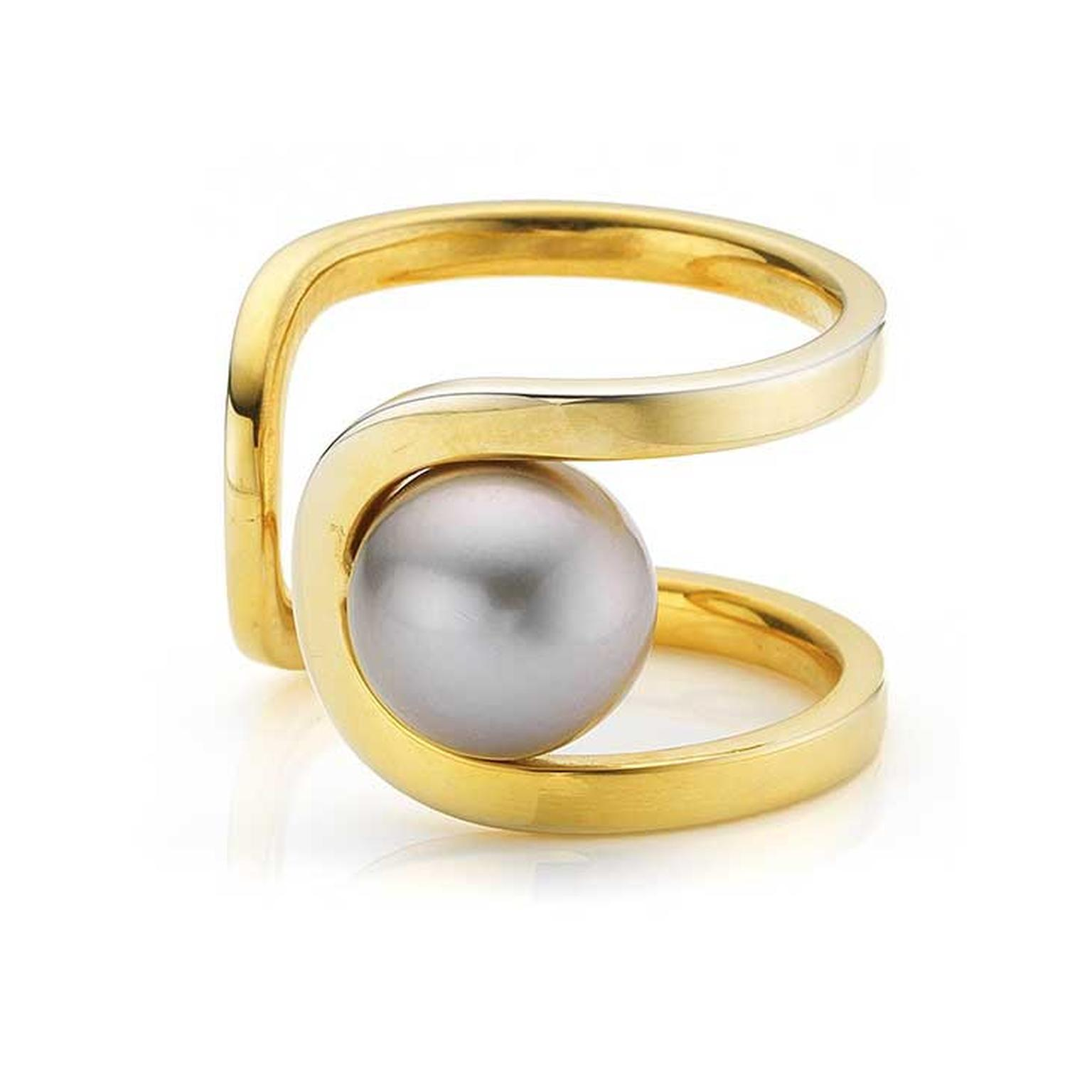 Melanie-Georgacopoulos-Flow-pearl-ring