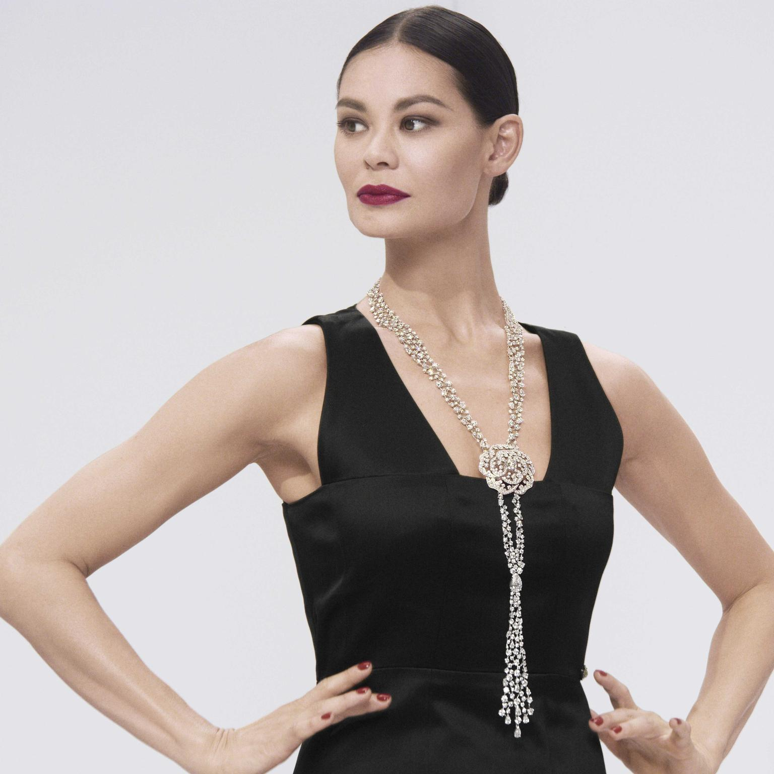 Chanel 1 5Revelation Diamant white gold and diamond necklace on model