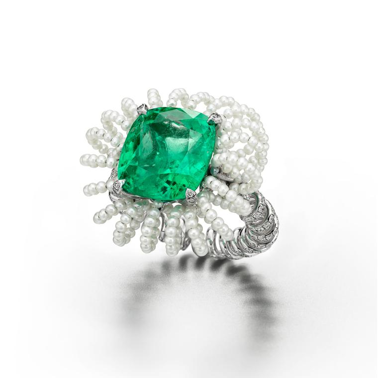 Suzanne Syz Picture Perfect ring in white gold and titanium set with a Colombian emerald, diamonds and pearls