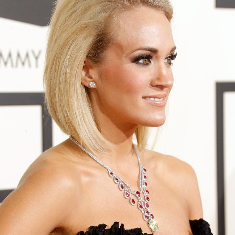 Carrie Underwood wearing Johnathon Ardnt heartbeat necklace