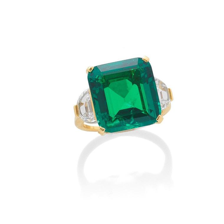 Emerald and diamond ring by Bulgari auctionned by Bonhams Lot 115 -
