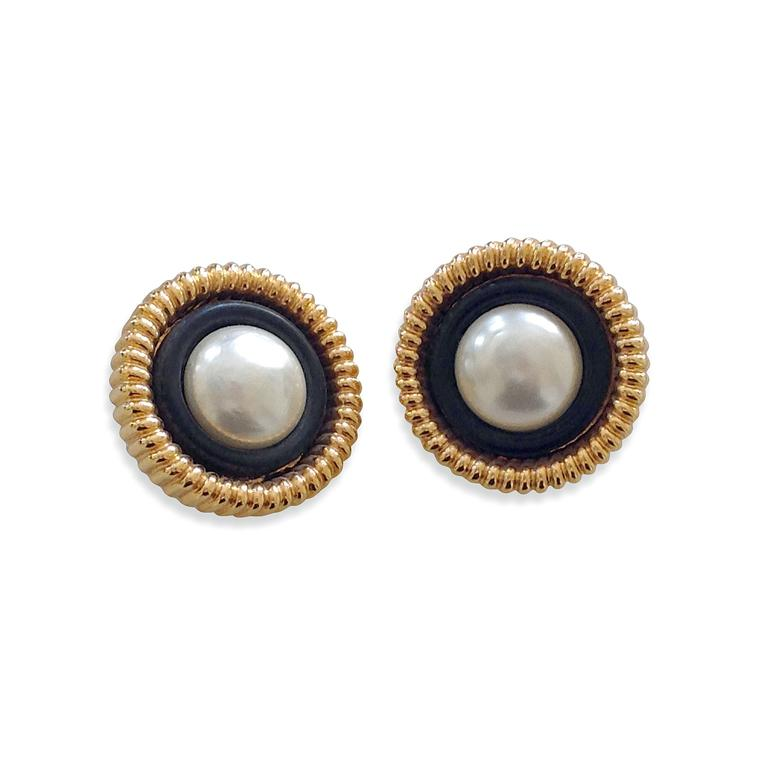 Paddle 8 Chanel imitation pearl earrings