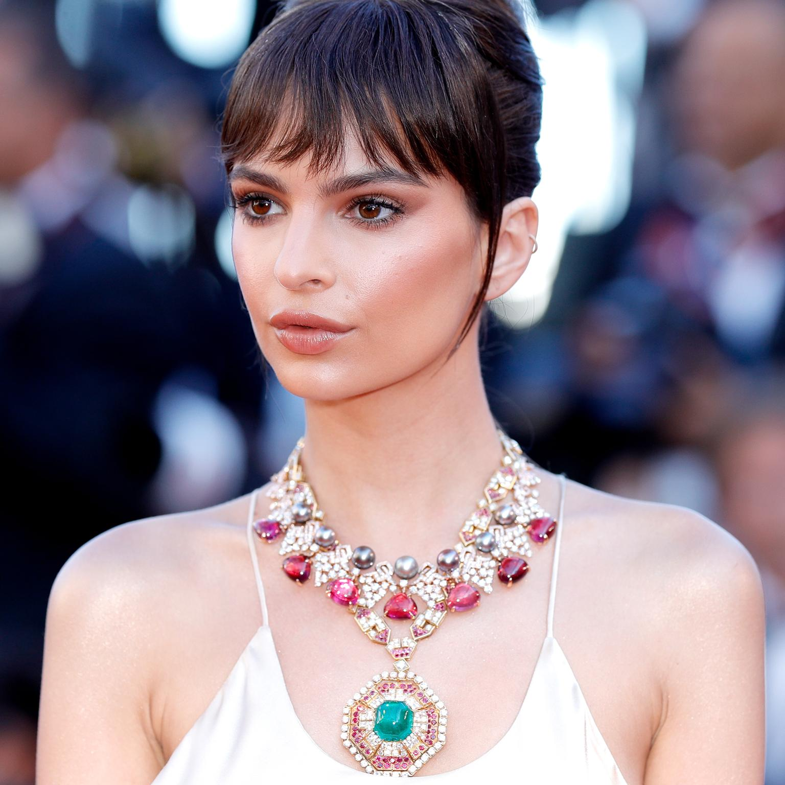 Emily Ratajkowski in high jewellery Bulgari necklace