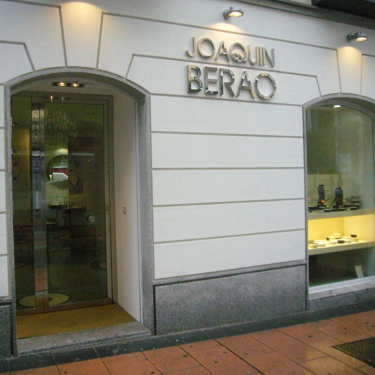 Joaquín Berao boutique facade in Madrid