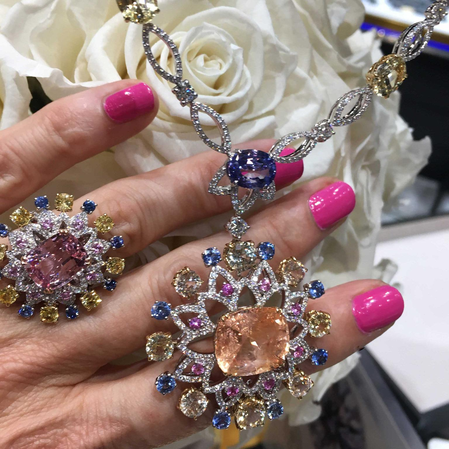 Mouawad presented two spectacular padparadscha sapphires at DJWE 2018 that show to perfection the two spectrums of this very rare sapphire.