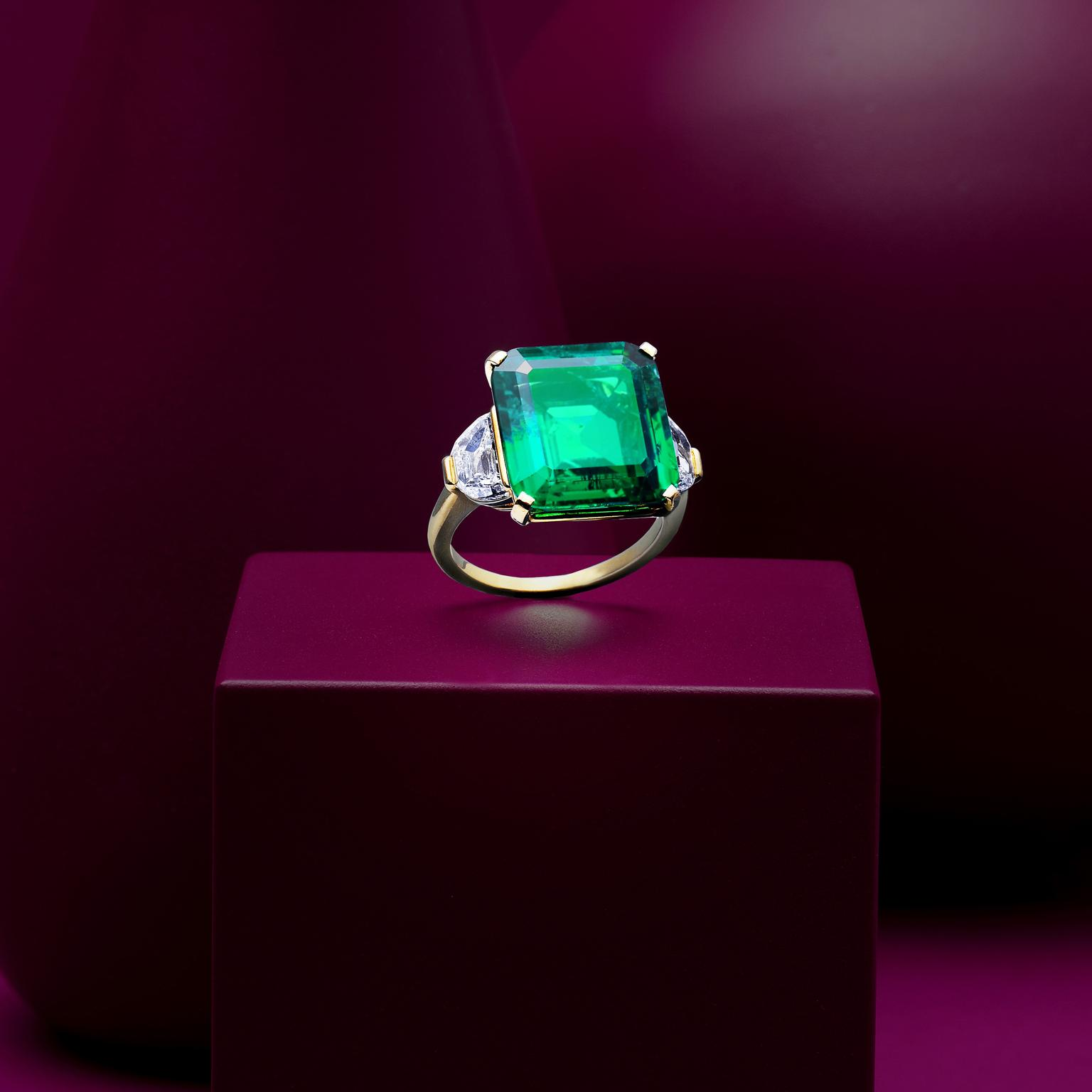 Emerald and diamond ring by Bulgari auctionned by Bonhams Lot 115