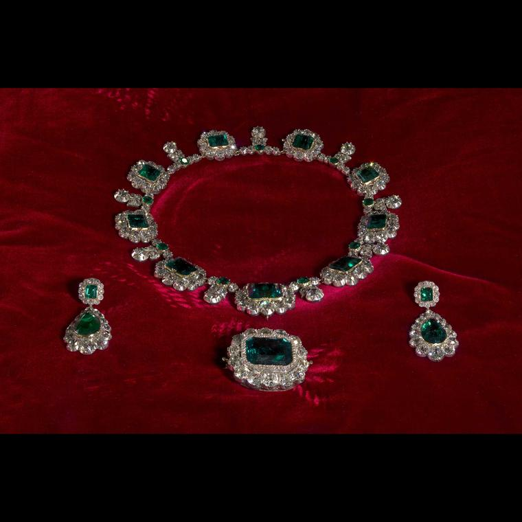 Queen-Victorias-emerald-and-diamond-parure-Kensington-Palace