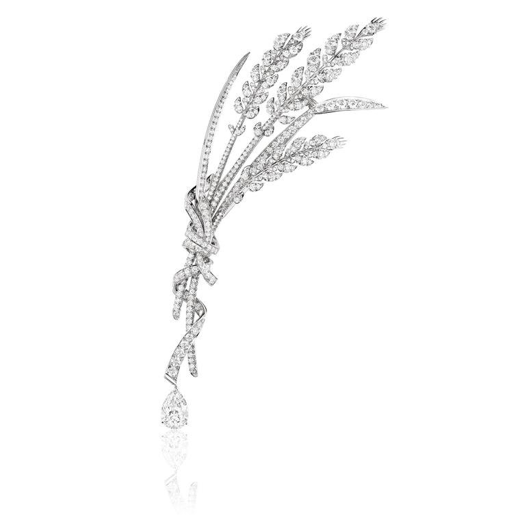 La Nature de Chaumet Offrandes d'Eté Wheat brooch in white gold, set with a 2.21ct pear-shaped diamond