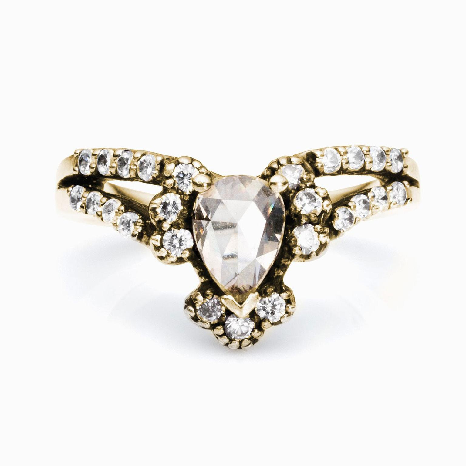 Maniamania split-shank diamond engagement ring