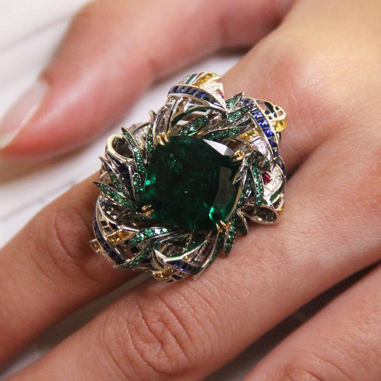 Chaumet est une fête Pastorale Anglaise high jewellery emerald ring