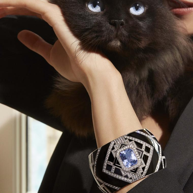 Boucheron Vu de 26 Perspective cuff on model