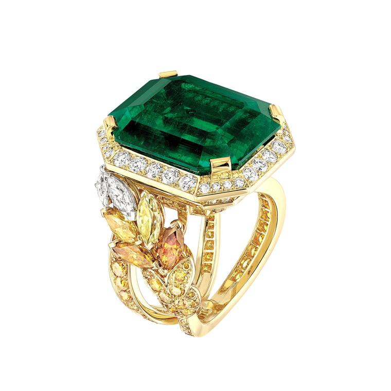 Les Blés Épi Vendôme emerald ring with fancy coloured diamonds