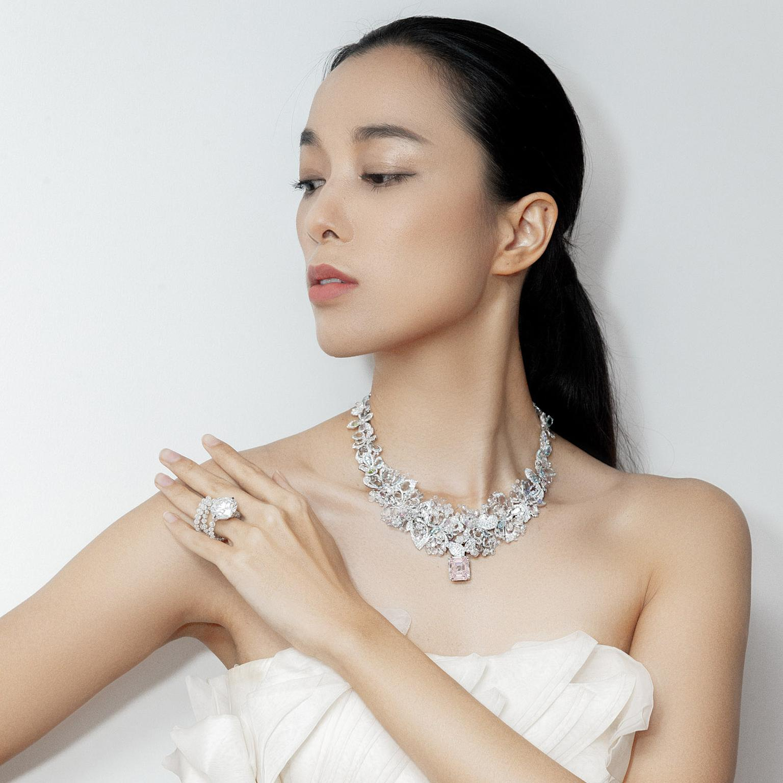 Fountain of diamonds ring (Lot 648) and Les Jardins de Giverny necklace (Lot 649) by Feng J