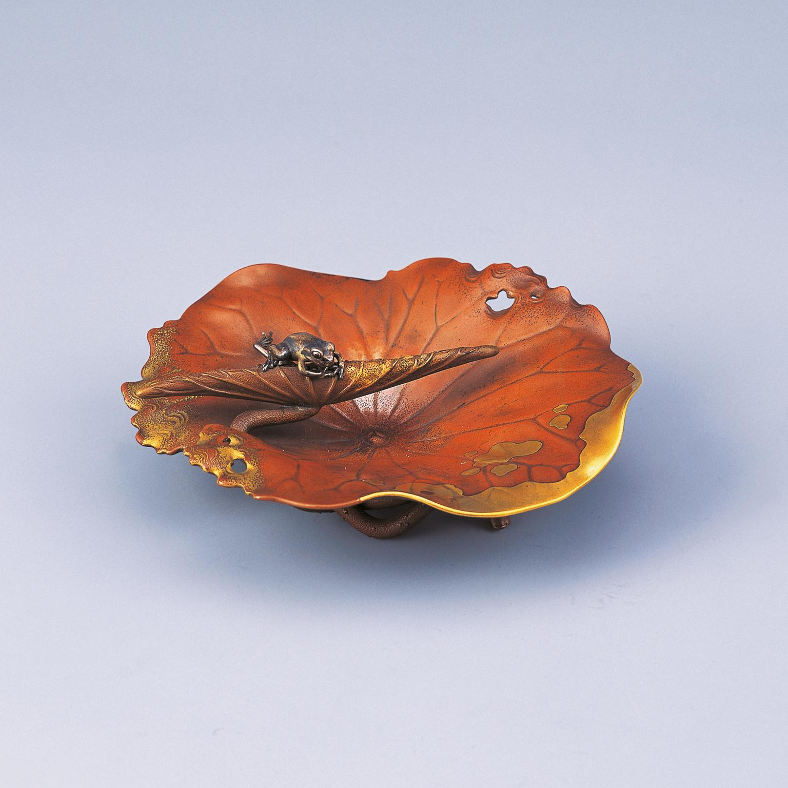Shoami Katsuyoshi plate with lotus leaf and frog