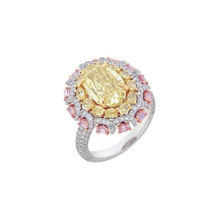 Yellow and pink diamond en tremblant ring
