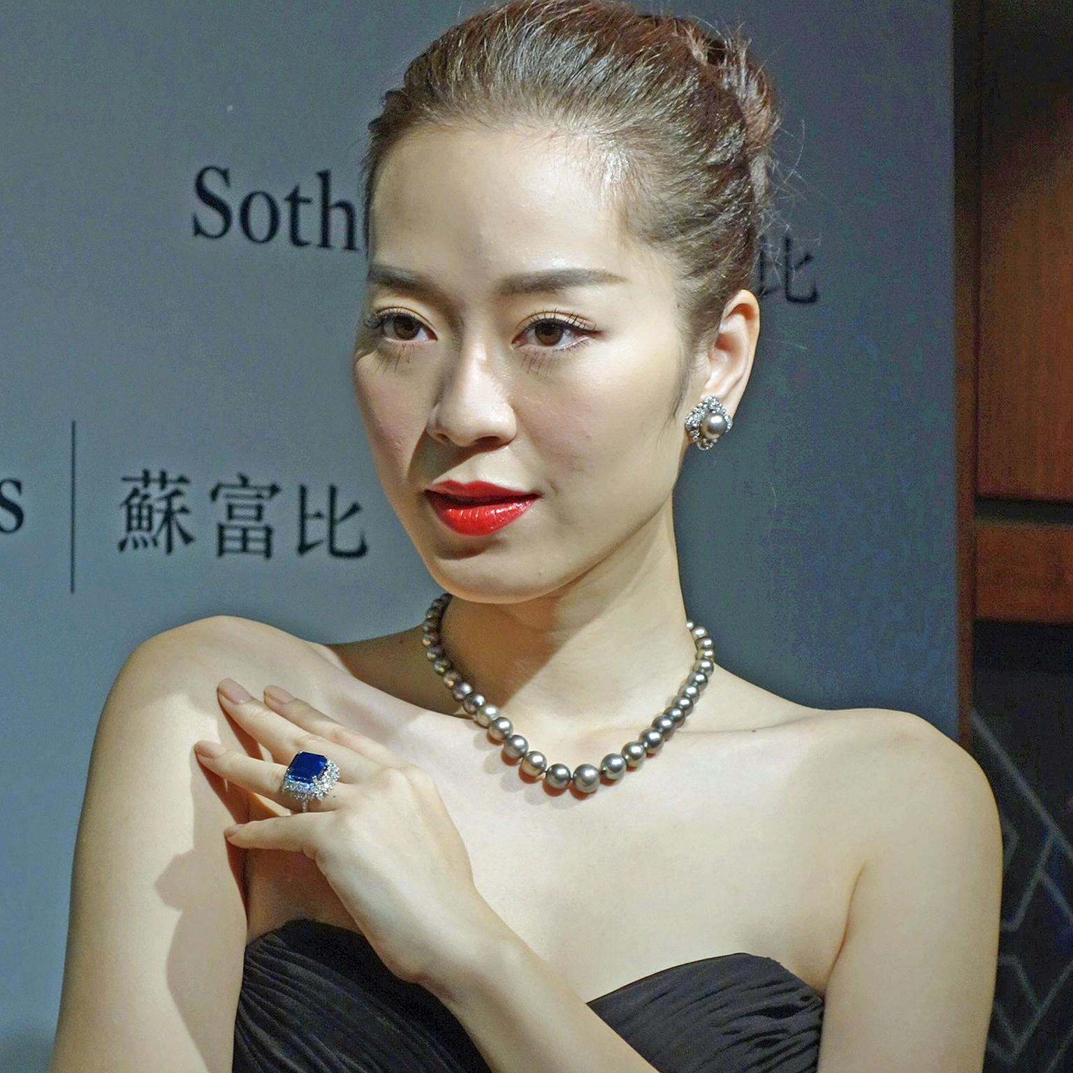 Sotheby's press preview sept 9 model wearing Cowdray pearls