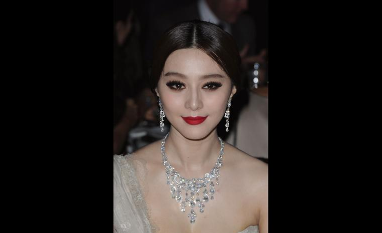 Fan Bingbing attended the Cartier launch event wearing a spectacular Sortilège de Cartier diamond necklace and earrings.