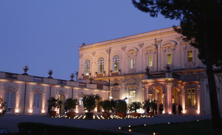 Cartier chose the Villa Aurelia in Rome to present the jewellery collection Sortilège that is inspired by fragrances.