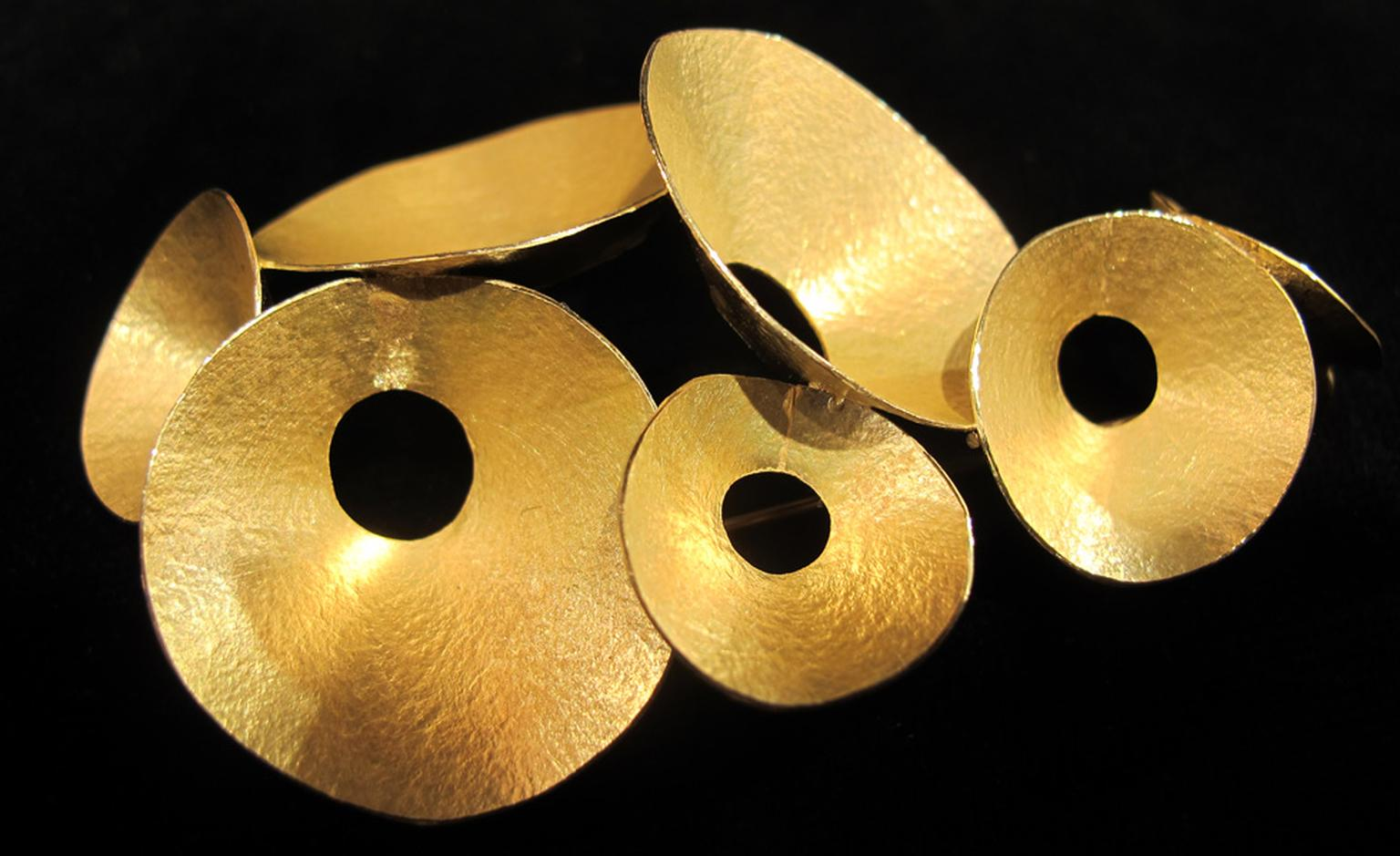 Elegant minimalism in this Kayo Saito gold brooch £5,400.