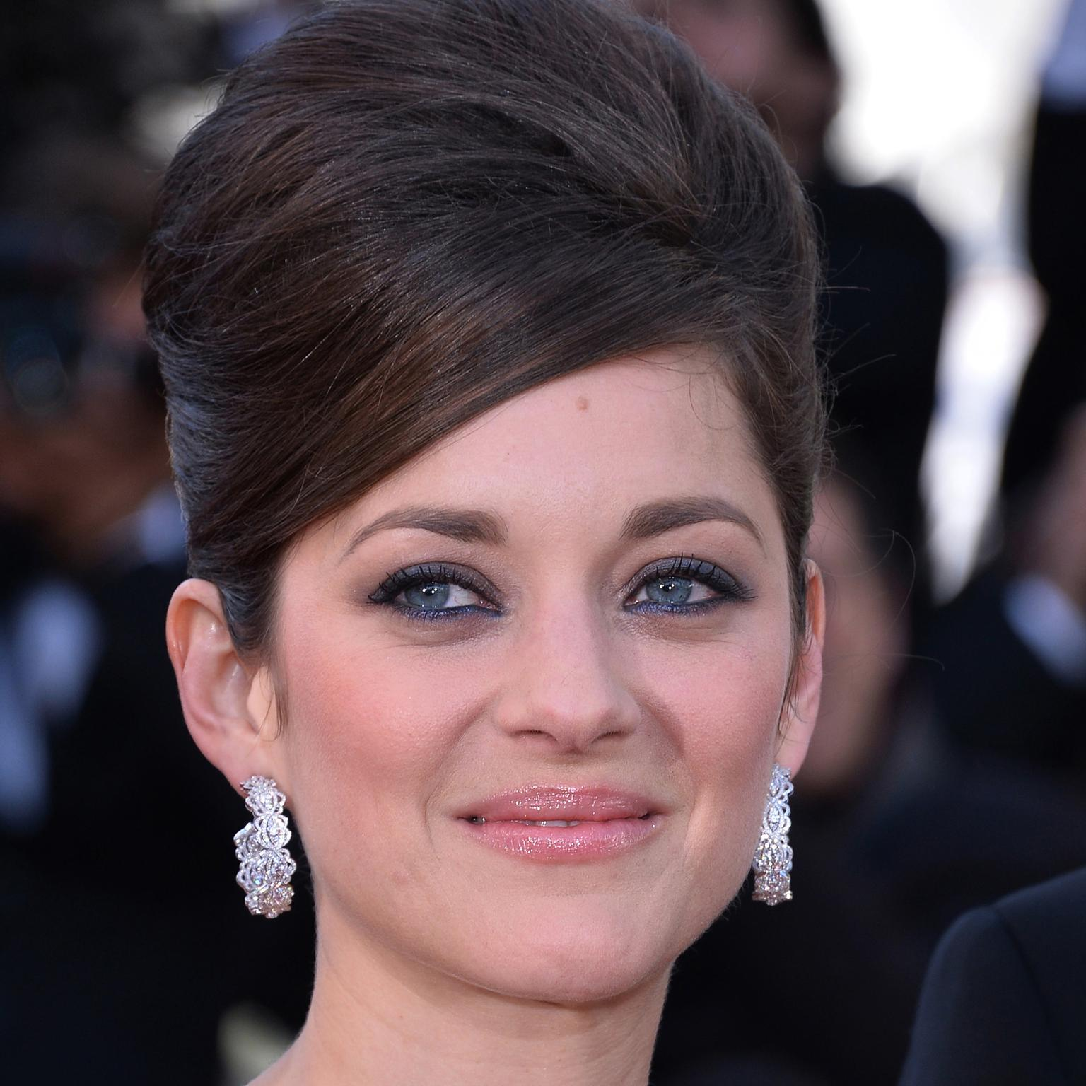 HP 13 Marion Cotillard first to wear Chopard Green Carpet collection jewels in Cannes
