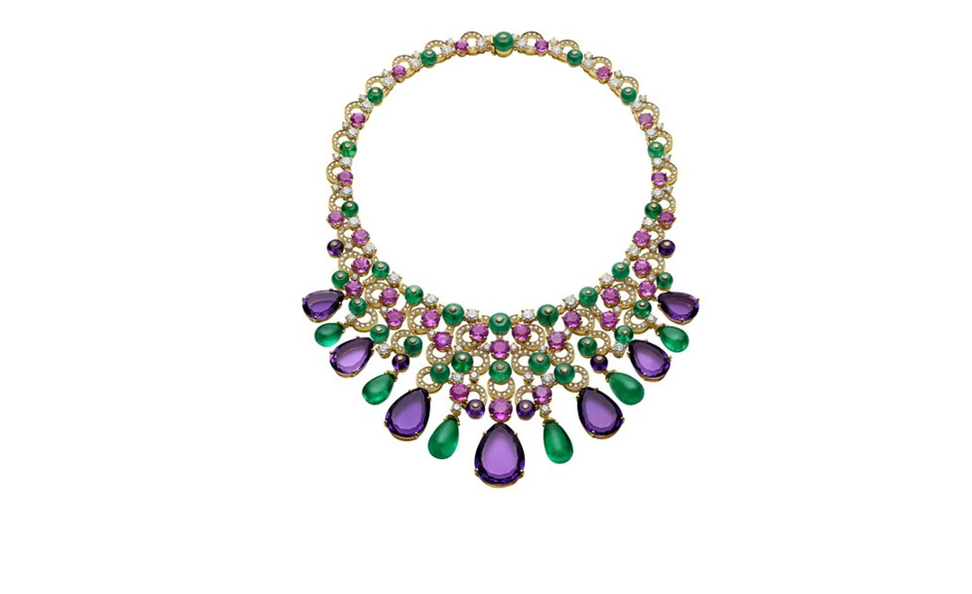 Bulgari. High Jewellery necklace in yellow gold with 6 cabochon emerald drops, pear-shaped amethysts, 30 round cut pink sapphires, emerald beads, amethyst beads, round brilliant cut and pave´ diamonds. POA.