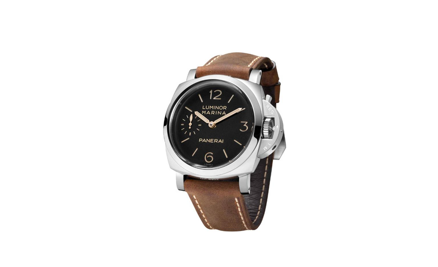 The Panerai PAM 422 Luminor Marina 1950 3 days was presented at the Milan exhibition featuring a retro look and the clean lines of Panerai's historic military instruments.