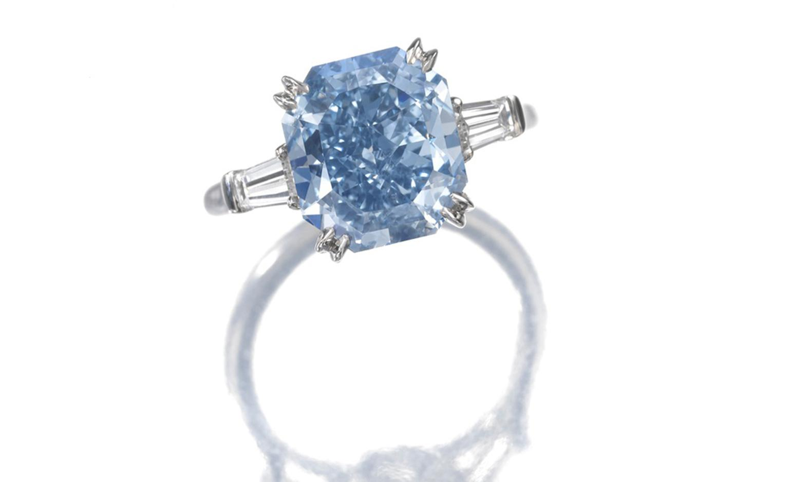 An impressive Fancy Vivid Blue diamond ring, featuring a modified cushion-shaped stone of 4.16 carats. CHF 3'000'000 – 4'000'000 / US$ 3'300'000 – 4'300'000