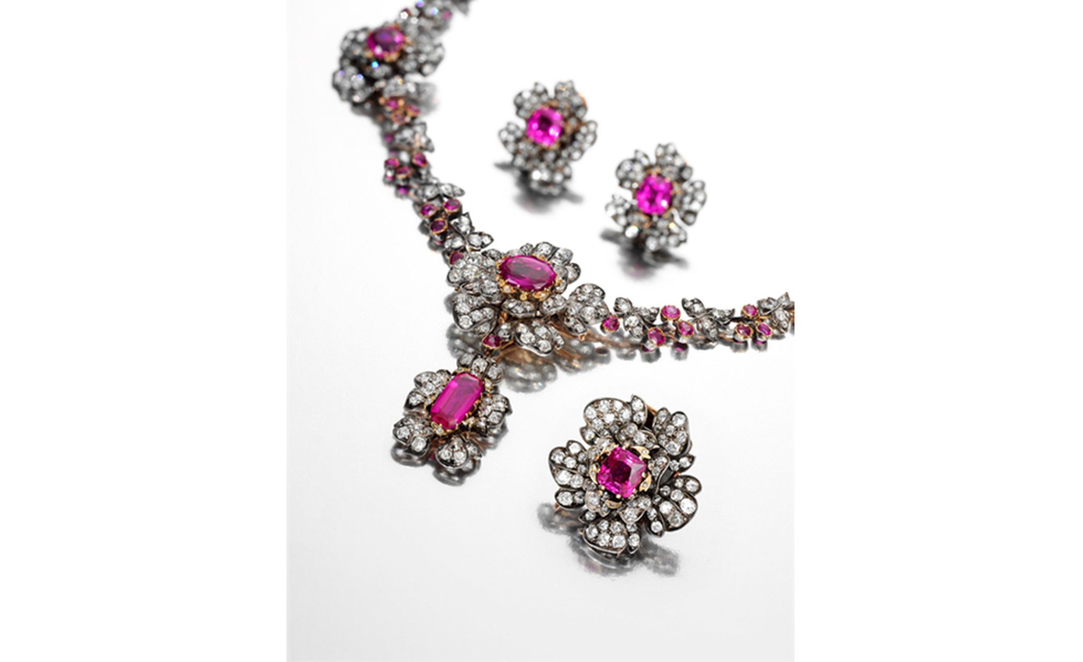 Ruby and diamond necklace, clip and earrings, 19th century + box, 19th century. Estimate CHF 185,000 – 360,000