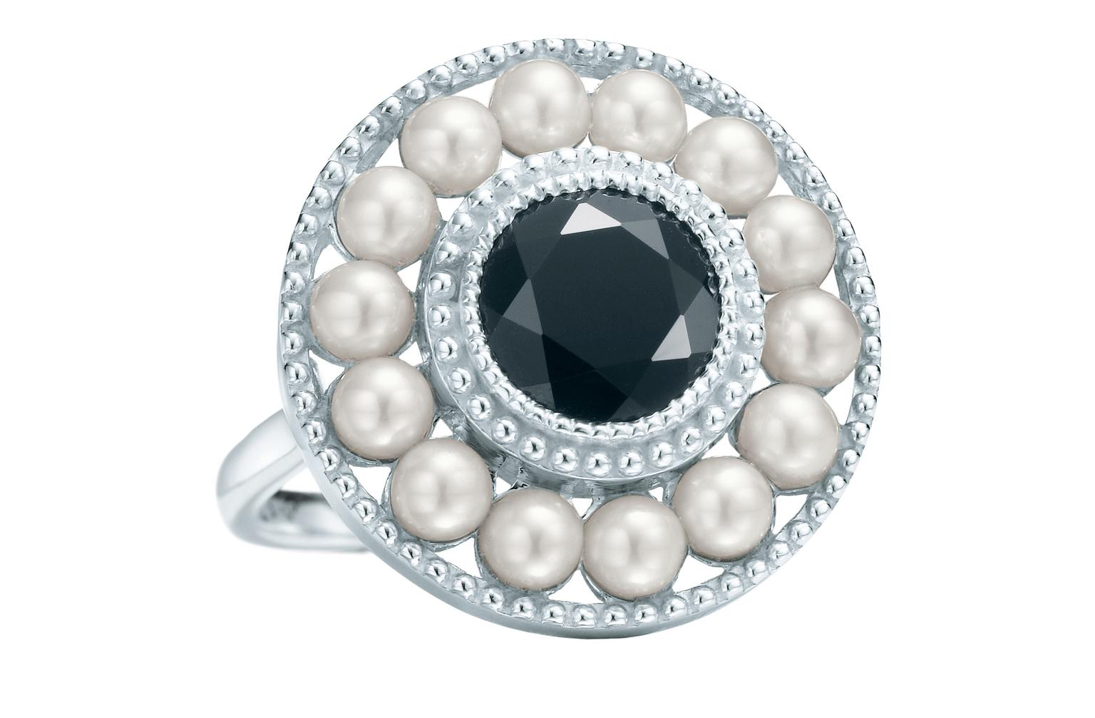 TIffany Zeigfeld Pearl Onyx ring_20130407_Zoom