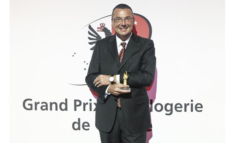 Jean-Christophe Babin accepts award at 2010 Gran Prix de l'Horlogerie in Geneva
