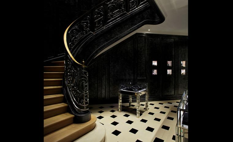 Black marble and white Tavel stone floors in the Dior Fine Jewellery Boutique at 8 Place Vendôme  photo: Kristen Pelou