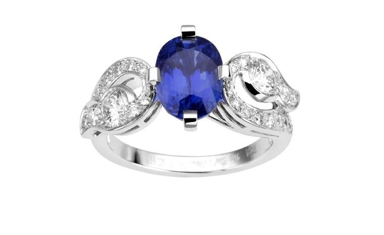 VAN CLEEF & ARPELS, Genre Aladdin ring, 1 oval-cut sapphire, round diamonds and white gold. POA