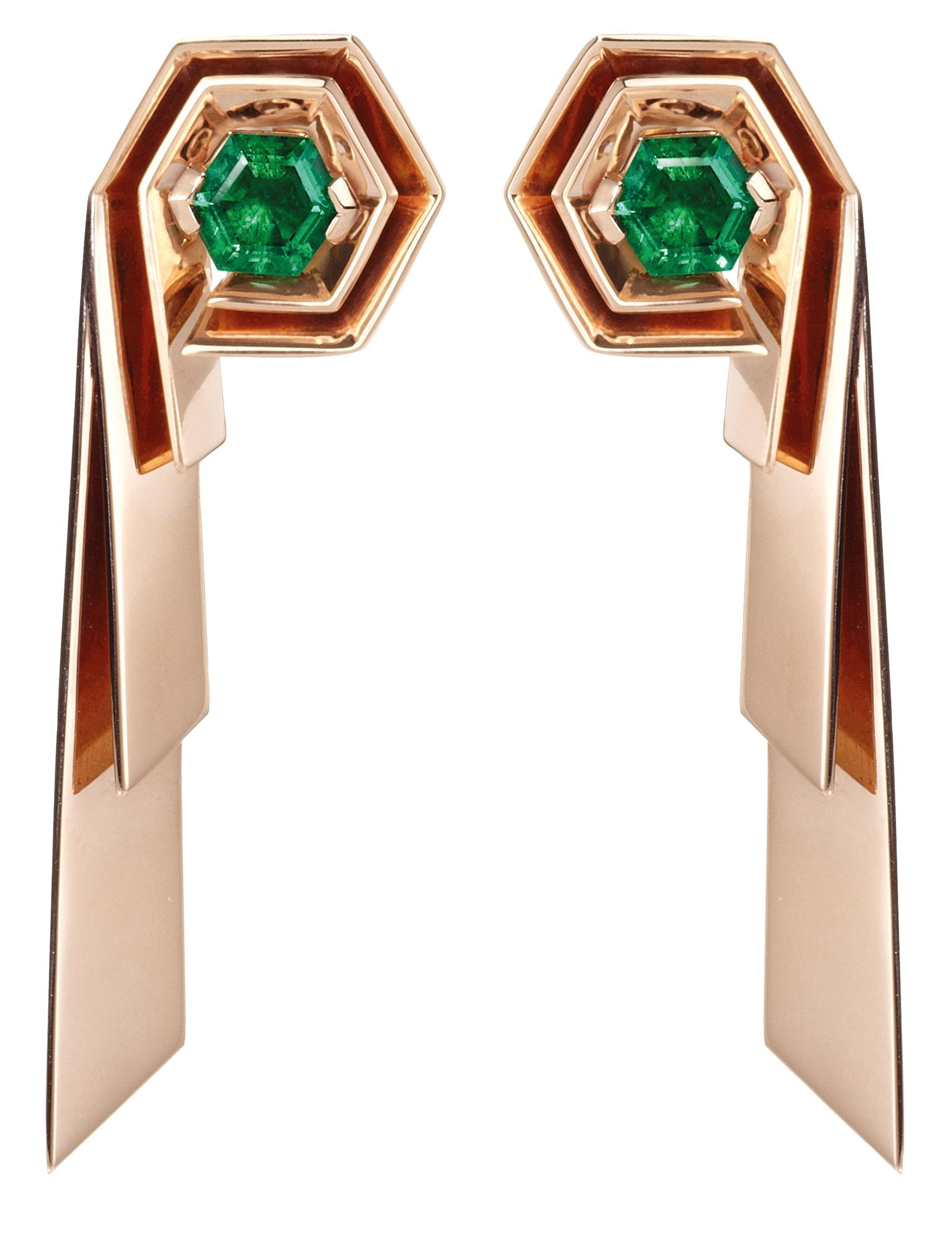 Hannah Martin for Gemfields emerald earrings_20130808_Zoom
