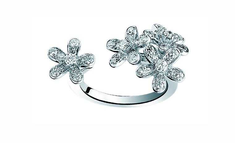 VAN CLEEF & ARPELS, Socrate between-the-finger ring, white gold and diamonds. Price from £7,250