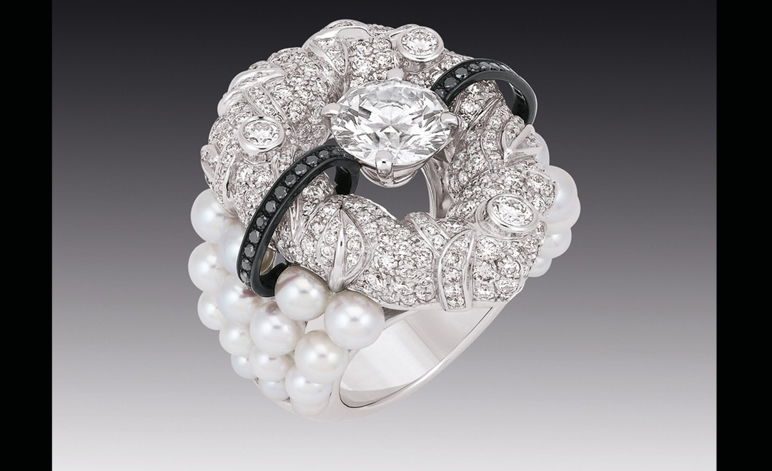 Chanel Contrastes collection: Bague Nuage de Glace. Ring in white gold, pearls and diamonds.