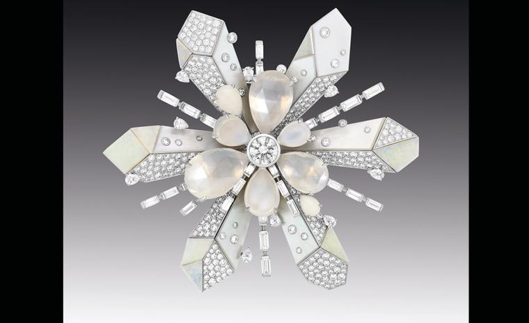 Chanel Contrastes collection: Broche Etoile du Nord. Brooch in white gold and diamonds, moon stones and white opals.