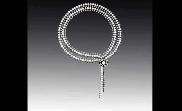Chanel Contrastes collection: Collier Lueur d'un soir. Necklace in white gold and black and white diamonds.