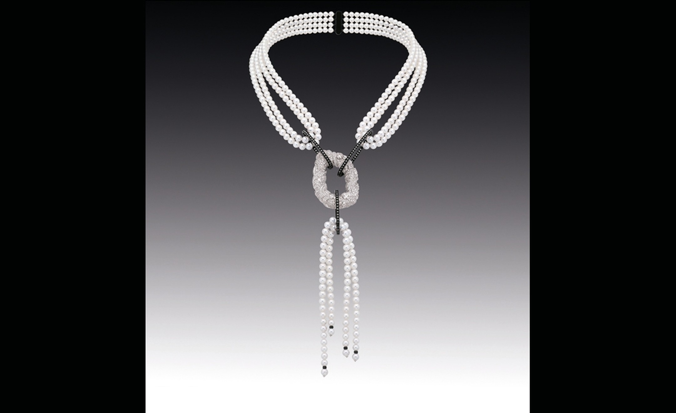 Chanel Contrastes collection: Collier Nuage de Glace. Necklace in white gold, diamonds and pearls.