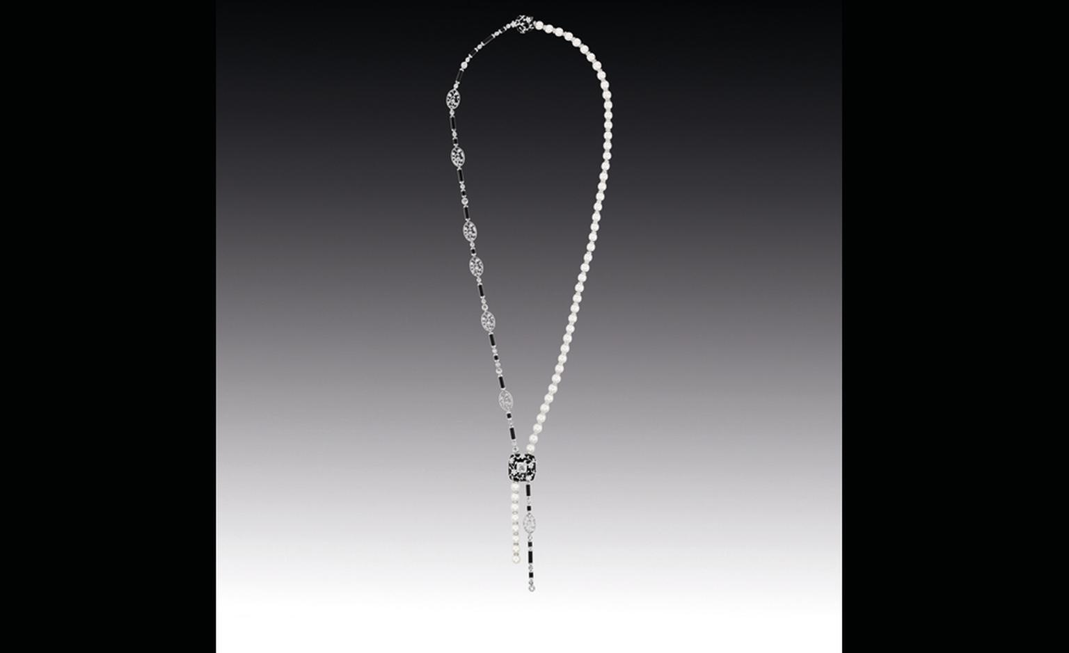 Chanel Contrastes collection: Collier Ombre de Charme. Necklace in white gold, diamonds, pearls, rock crystals and onyx.