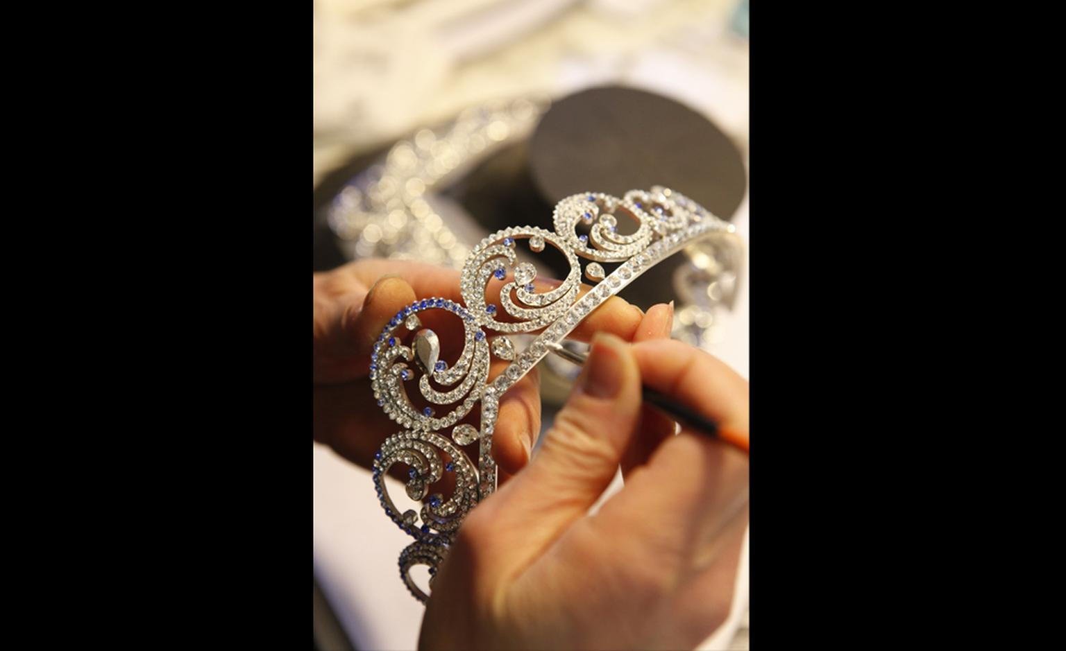 Van Cleef & Arpels: Ocean necklace tiara. Construction of the mock up and work on the positioning of the stones.
