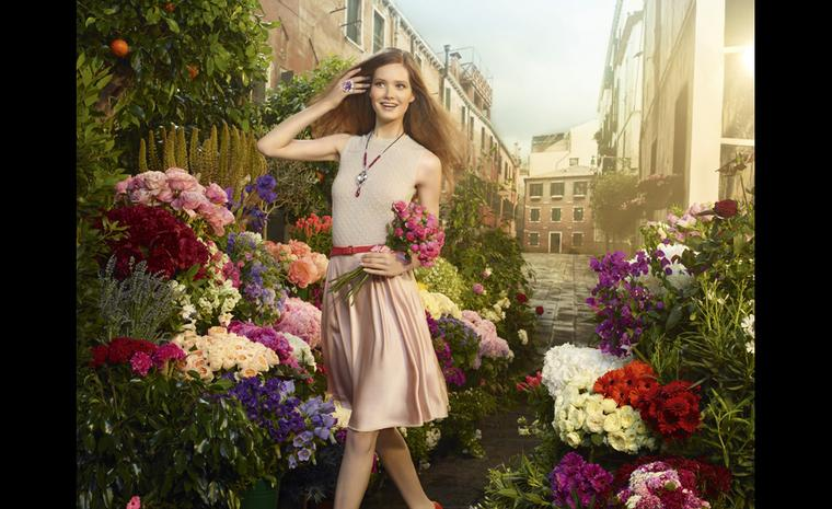 Sortilège de Cartier has a youthful feel to it with brightly coloured stones and movement in each jewel.