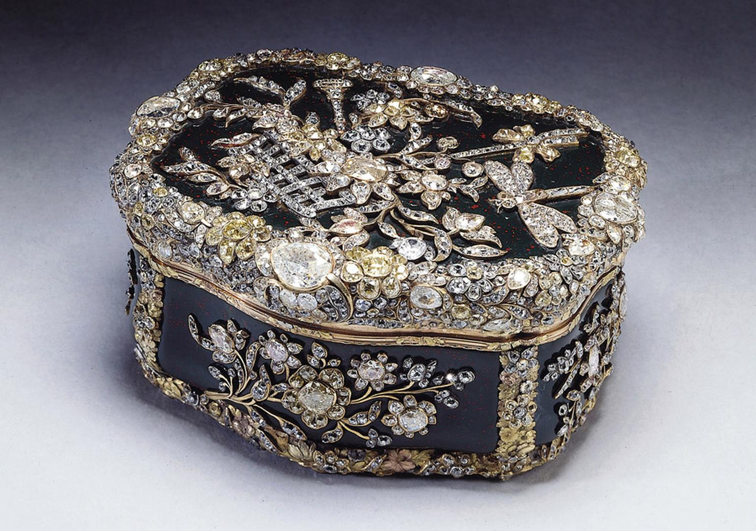Diamond-Jubilee-Snuff-Box-Frederik