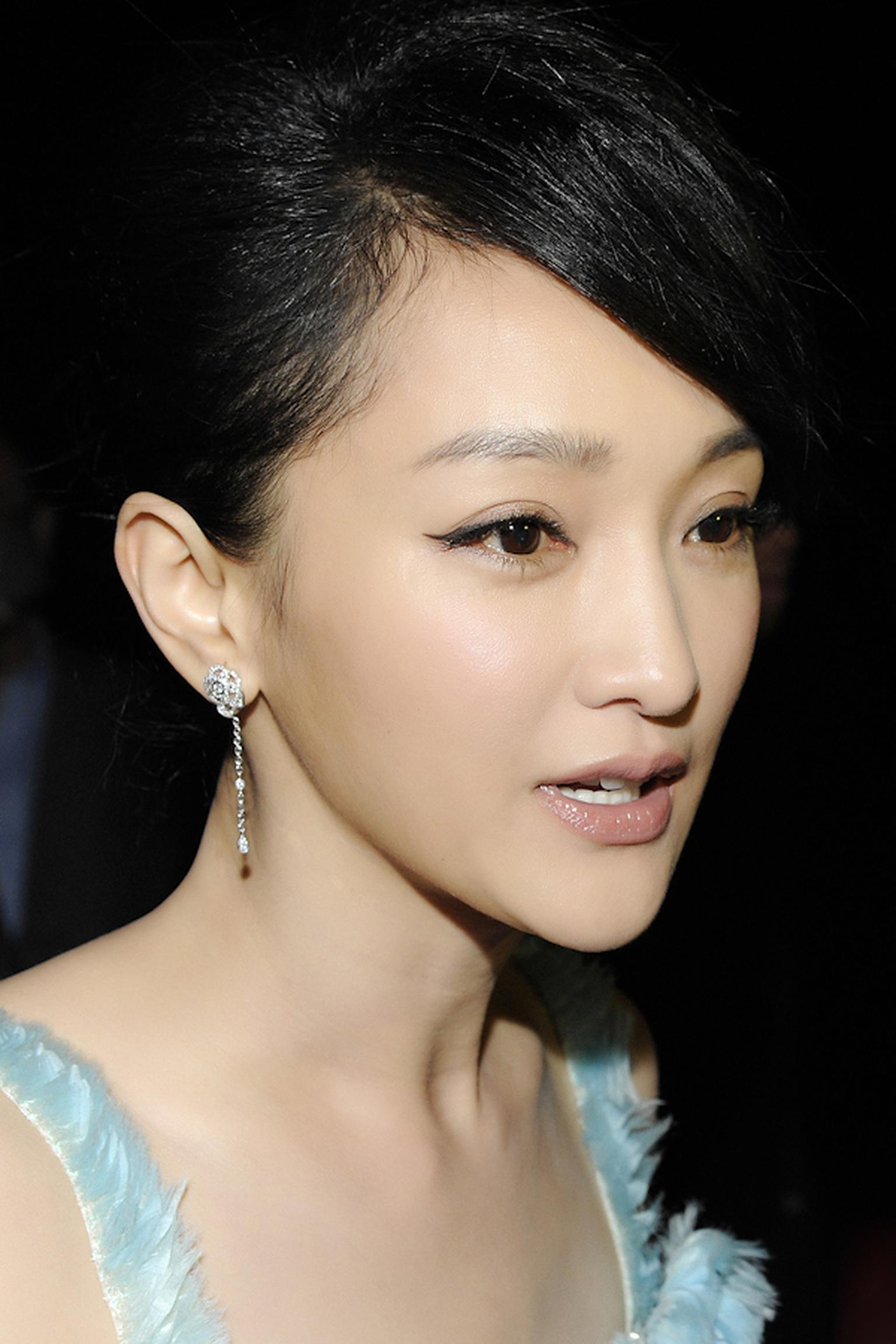 Zhou Xun wearing Chanel.jpg